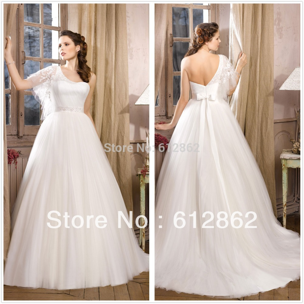 2017 Tulle Ball Gown With Lace On Top Long Tail One