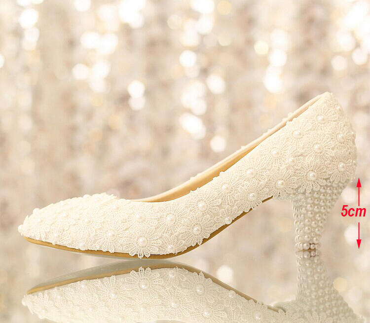 White low heel lace flower Popular Formal Shoes comfortable wedding shoes  Wedding Shoes pearl bridal shoes princess shoes-in Women s Pumps from Shoes  on ... 282035715a8c