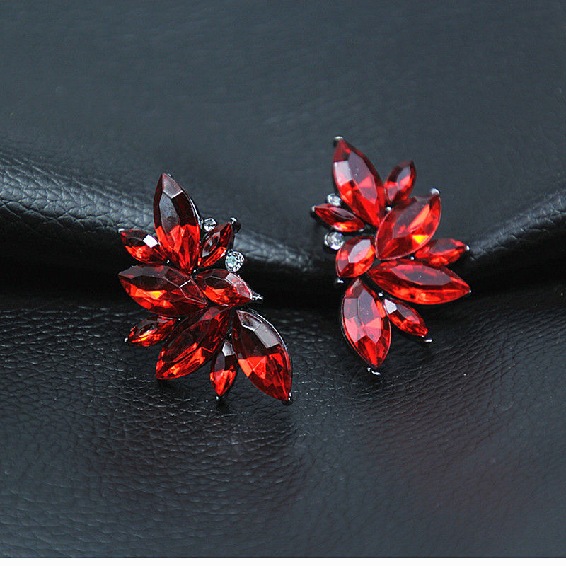 Temperament Ladies Women Classical Jewelry Dazzling Crystal Stud Earrings Plant Leaf Earrings Vintage Dropshipping Brincos