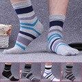 5 Par/lote Hombre Algodón Contraste Rayado Colorido Patchwork Hombres Cinco Dedos Calcetines Calcetines Del Dedo Del Pie