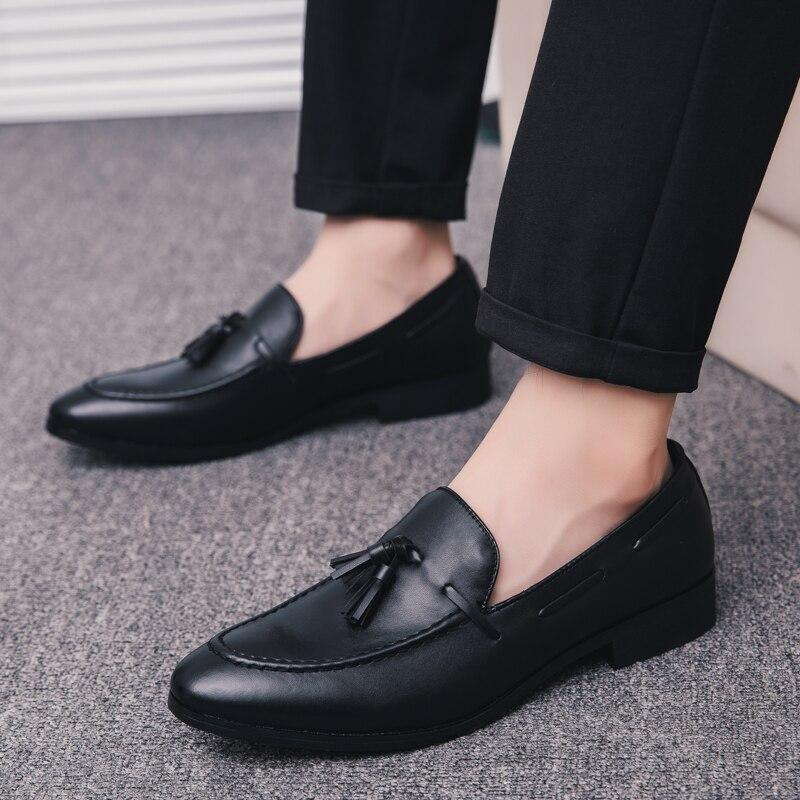 152e6de53 Мужская модельная обувь в деловом стиле с острым носком; Роскошные  брендовые Модные кисточкой итальянская обувь мужской мужские туфли; мод.