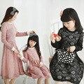 Moda madre e hija 2015 resorte de encaje de manga larga de la madre e hija ropa delgada de la familia a juego trajes