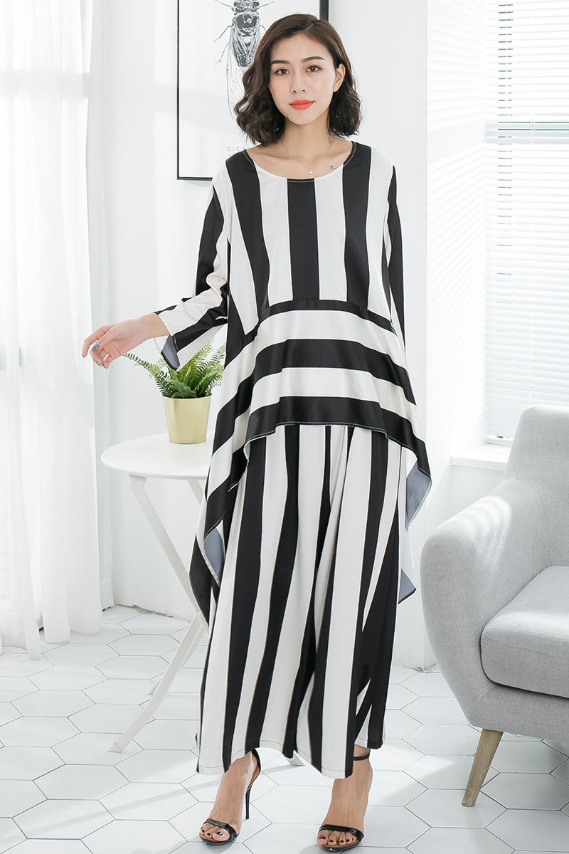 2018 female new spring and summer classic black white striped plus plus size loose casual fashion bar satin wide leg pants set 2017 spring and summer new fashion trend splicing hole straight jeans large size loose wide leg nine points pants burr hl0018