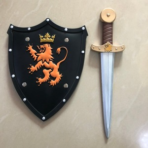 2 stks/set Halloween Cosplay Prop Leeuw Shield Gouden Zwaard PU Wapen Movie Game Anime Cos Kinderen Rollenspel Gift(China)