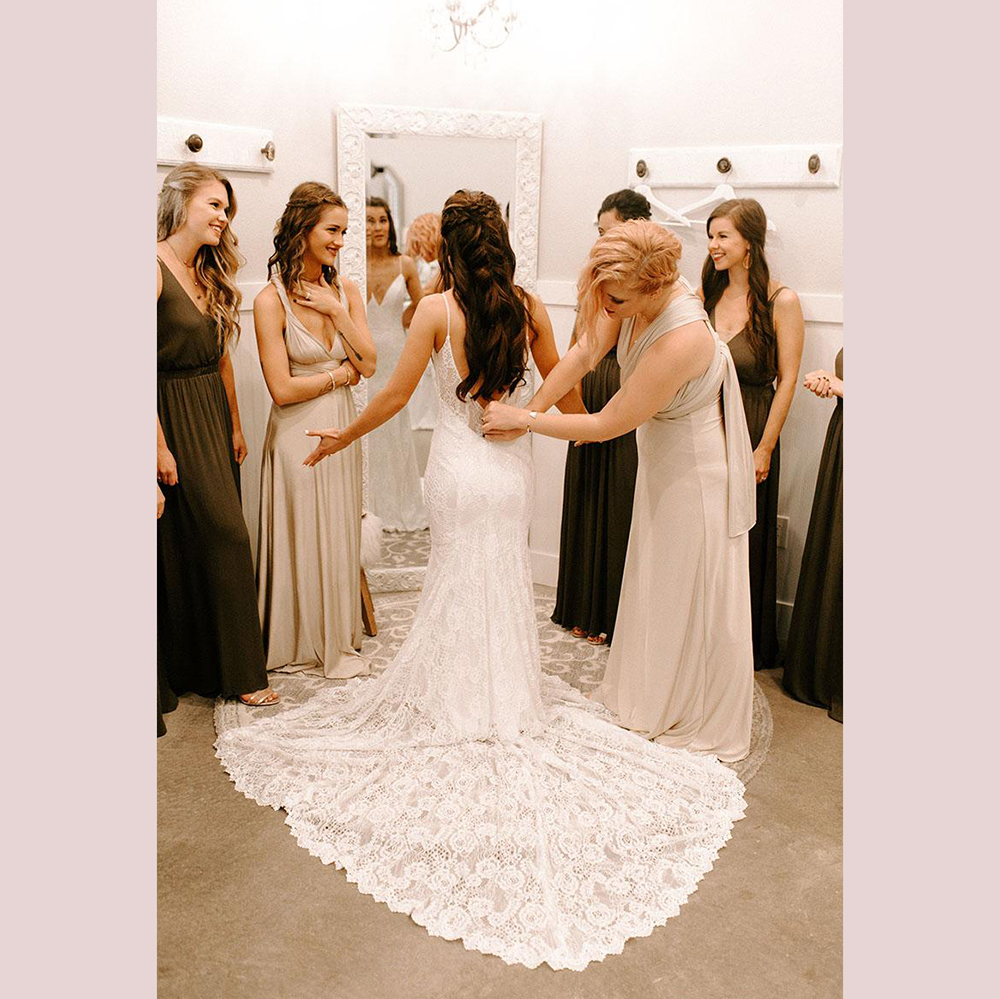 Spaghetti Straps Wedding Dress Lace Mermaid Formal Bridal Dresses Backless Newest Coming V neck in Wedding Dresses from Weddings Events