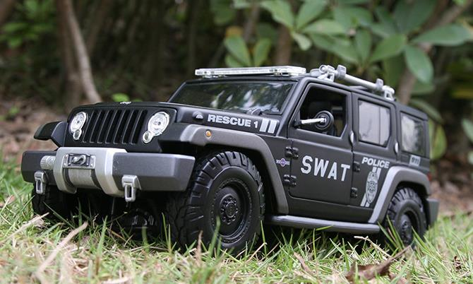 RC Toy 1/18 Scale Off Road Wrangler 4x4  Crawler Truck Toys Drift high speed JEEP electric charging music car boy toy Wrangler machine tool