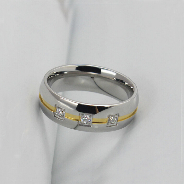 Wedding Ring Stainless Steel Pave Gold and Crystal Ring Men or Women Finger Ring Fashion Jewelry