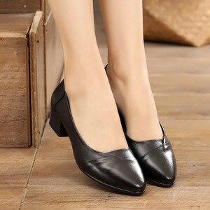 Image 5 - GKTINOO Primavera 2019 Senhoras Moda Apontado Toe Mulheres Bombas Meados Saltos Conforto Profissional Trabalhar Sapatos de Couro Genuíno Mulher