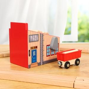 Image 3 - Accessoires de scène de piste en bois Friends, Compatible avec plateforme de voiture ferroviaire, jouet de marque en bois, cadeau pour enfants