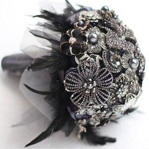 Image 1 - 8 인치 사용자 정의 신부 꽃다발, 고딕 블랙 깃털 브로치 꽃다발, 흑백 결혼식 꽃다발 보석