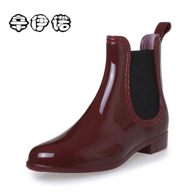 купить Rain Boots 2018 New Waterproof Fashion Jelly Women Ankle Rubber Boot Elastic Band Solid Color Rainday Women Shoes Big Size 35-41 по цене 1121.96 рублей
