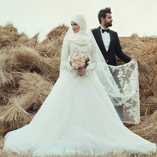 Muslim Hijab Wedding Dresses with Long Sleeves Sash 2017 Dubai Kaftan Lace Bridal Gowns with Court Train