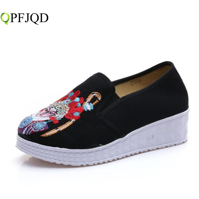 70b1ff3d47e1 Retro Drama Facial Masks Pedal Shoes Old Beijing Embroidery Cloth Shoes  Women Single Loafer Slip-