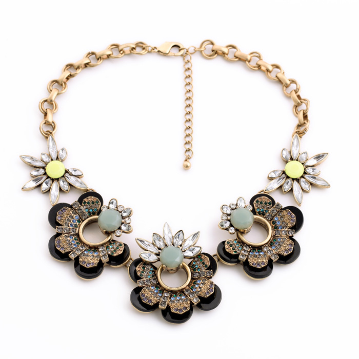 Hot New Factory Wholesale Hot Noble Luxurious Brand New Choker Crystal Flower Ladies Necklace Women Vintage