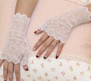 Весна и лето женские солнцезащитные короткие перчатки Модные кружевные полуперчатки сексуальные кружевные перчатки без пальцев - Цвет: white