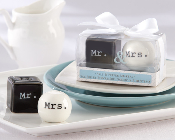 DHL Freeshipping 100pcs=50 set  Mr & Mrs Ceramic Salt and Pepper Shakers Event Party Favors wedding favor and wedding gift-in Party Favors from Home & Garden    1
