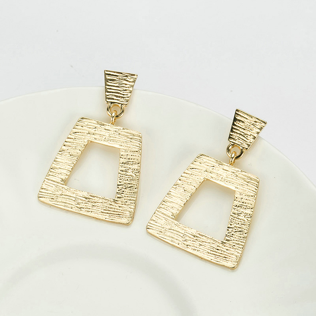 MEIDIJINGBEI new products sell like hot cakes fashion hip-hop crystal earrings zinc alloy surface of wire drawing effect of the