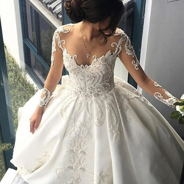 Elegant Royal Lace Wedding Dresses 2018 Dubai Bridal Gowns With Cathedral Train Appliques Illusion Back Button  Robe De Mariee