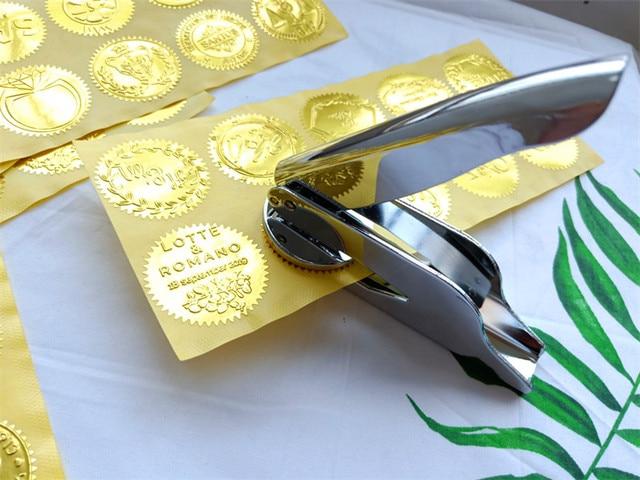 ホットカスタマイズエンボススタンプあなたのロゴ、パーソナライズエンボスシールのためのレターヘッド結婚式の封筒 Gaufrage スタンプ