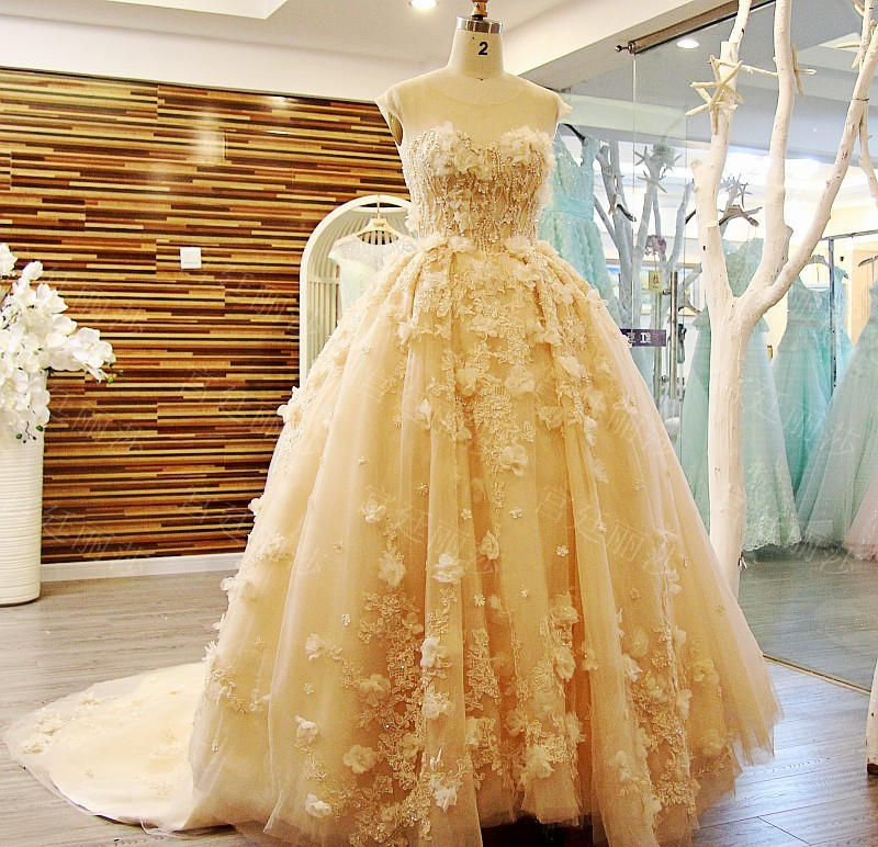 2016 New Ball Gown Heavy Lace Appliques Beads Light Yellow