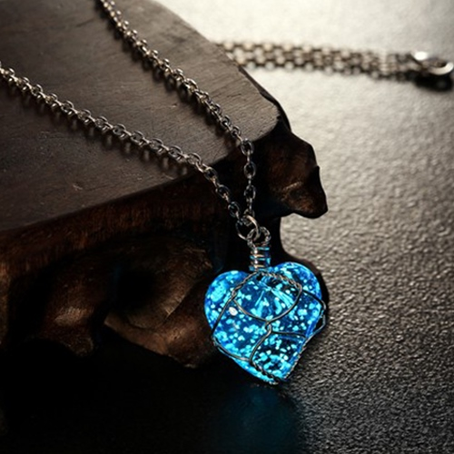 2016 Newest Glowing Necklace Pendant Crystal Heart Glow In the Dark Luminous Statement Necklace Jewelry N2396