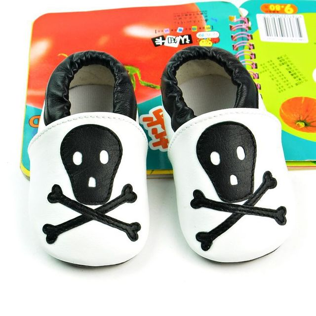 Retail New Genuine Leather Baby Moccasins Shoes Black Skull Toddler Baby Boy Shoes Newborn Infant Crib Shoes Pre-walkers