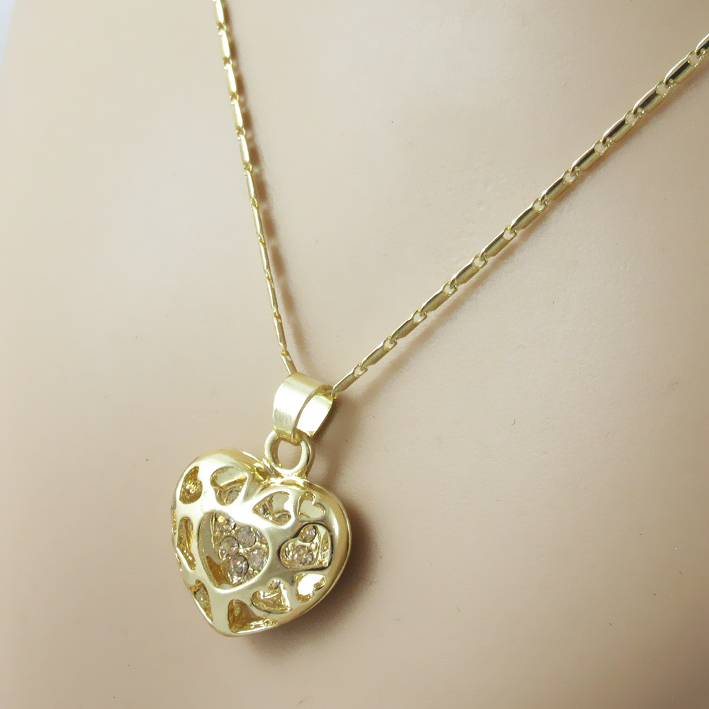 425 Top Quality Classical Fashion Exquisite Heart Hollow Crystal Pendant Necklace For Women Girl Party Jewerly N4389