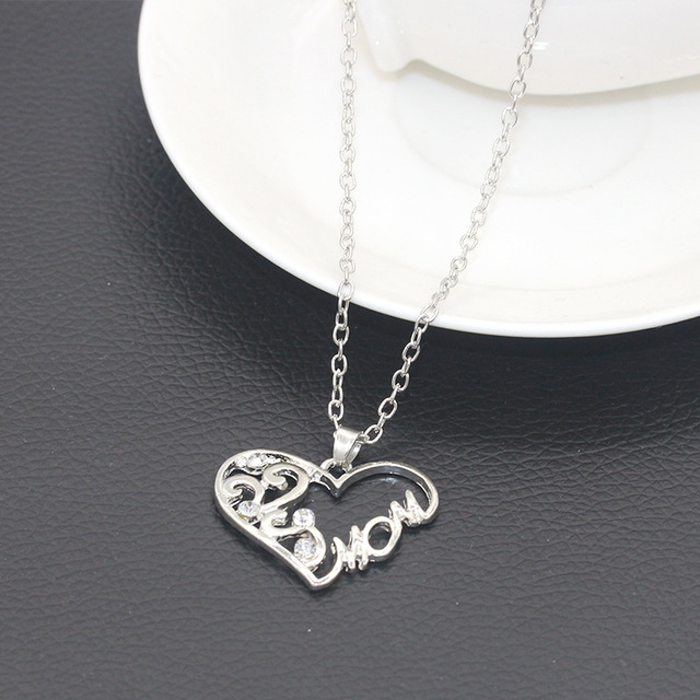 "Mothers Day Necklace with ""Love Mom"" Pendant"