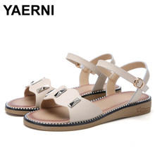 YAERNI 2019 Summer New Fashion Flat Low Heel Gladiator Sandals Women Genuine Leather Retro Metal Low Ankle Strap Sandals Buckle(China)