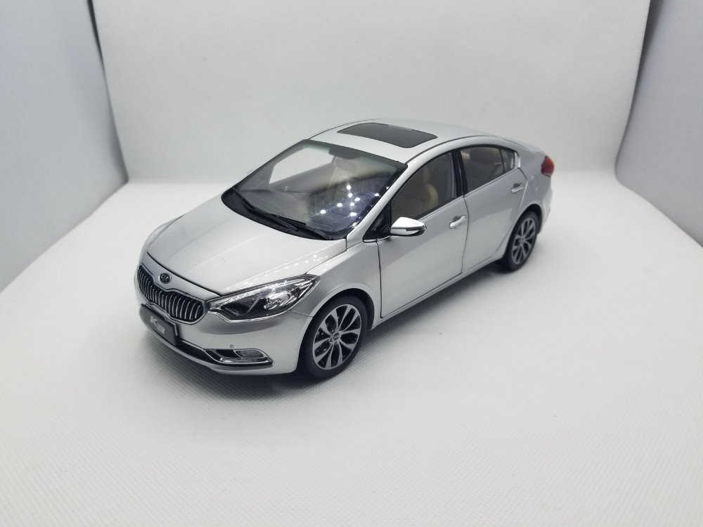 1:18 Diecast Model For Kia K3 Silver Alloy Toy Car Miniature Collection Gifts Cerato Forte