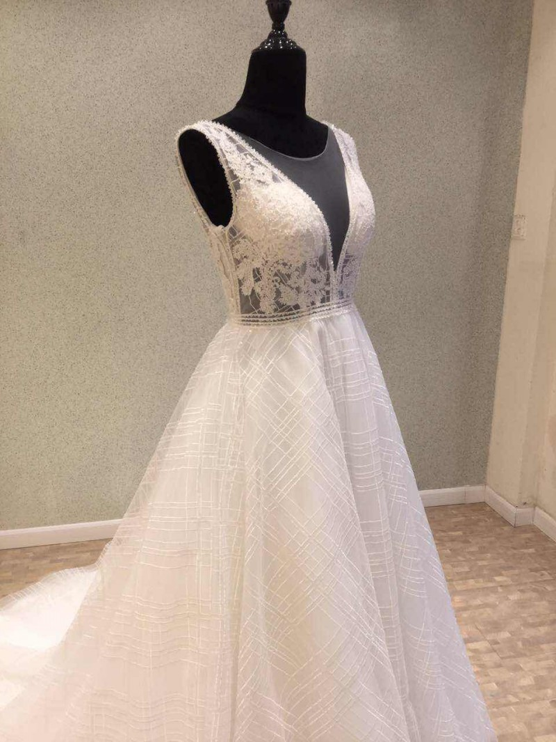 Trend fashion backless wedding dress 2018 illusion deep v for Vintage backless wedding dresses
