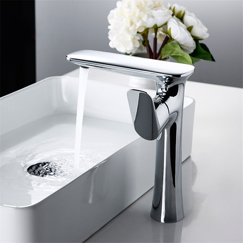 Bathroom Basin Faucet Solid Brass Hot and Cold Sink Mixer Tap Chrome Single Handle Crane Water Tap Luxury Basin Faucet TorneiraBathroom Basin Faucet Solid Brass Hot and Cold Sink Mixer Tap Chrome Single Handle Crane Water Tap Luxury Basin Faucet Torneira
