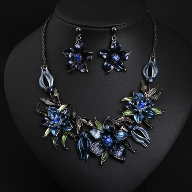 New Vintage Alloy Flower Short Clavicle Choker Necklace Stud Earrings Set Leaf Enamel Crystal Jewelry Sets for Women Duftgold a suit of vintage flower leaf necklace and earrings for women