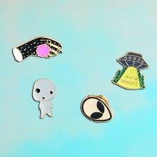 ¡4 unids set UFO Alien Pin! quiero creer UFO Alien solapa esmalte broches  badges denim casquillo divertido regalo de joyería par. b78ffa32a50