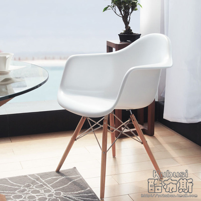 koele stand daw eames fauteuil designmeubilair massief hout ...