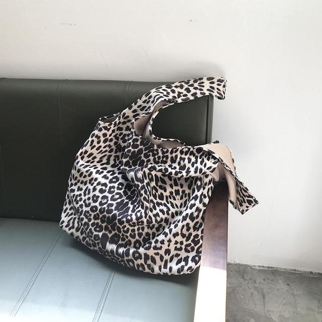 Leopard Pattern Shoulder...