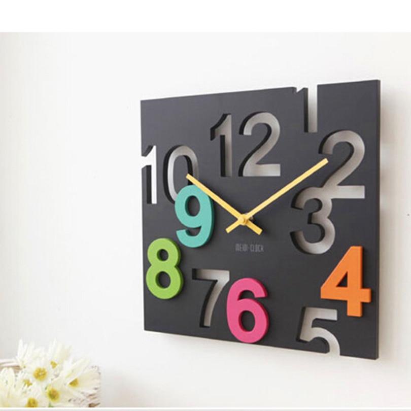 שעון קיר משוגע עם מספרים צבעוניים מרחפים
