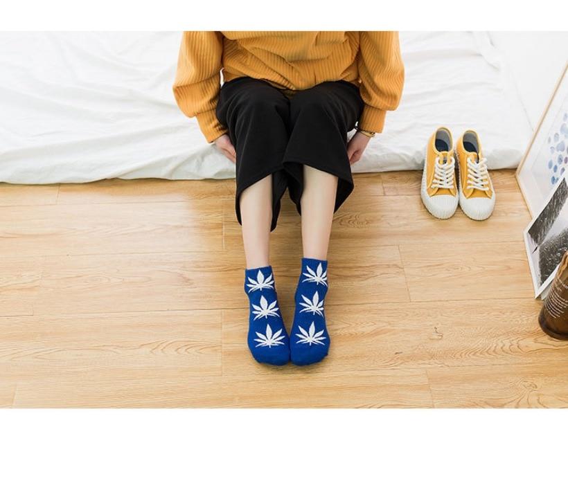 женский носок; улица стиль женщина ; цифровой скейтборд; цифровой скейтборд;