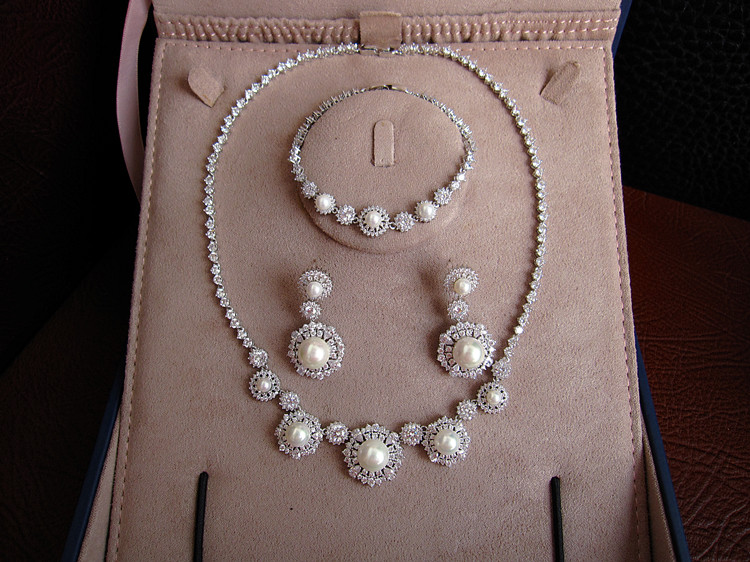 Hot sale Fashion AAA cubic zirconia with pearl necklace drop earrings and bracelet jewelry set,S6533 corean hot sale fashion and retro style rose shape design necklace