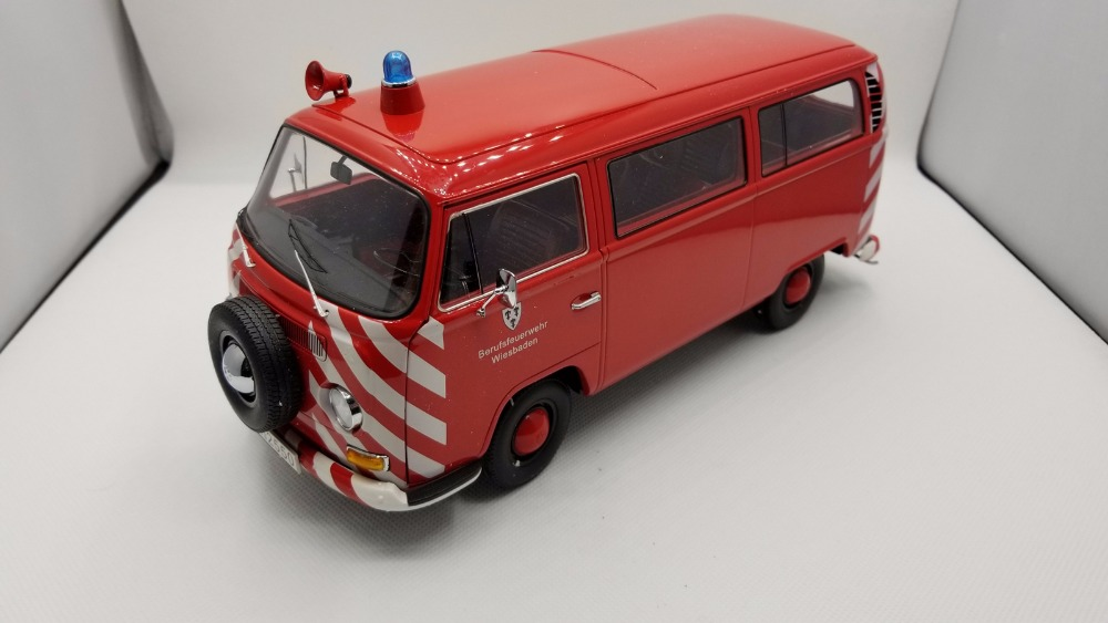 1:18 Diecast Model for Volkswagen VW T2A Red Feuerwehr Bus Kombi Alloy Toy Car Miniature Collection Gifts T2 1 38 china gold dragon bus models xml6122 diecast bus model blue
