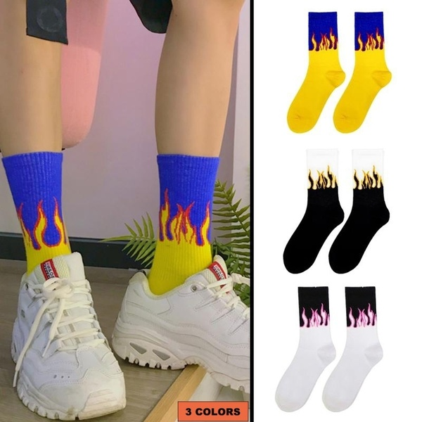 Fashion unisex street style with fire socks fun flame pattern skateboard hip hop man cotton socks happy woman long socks