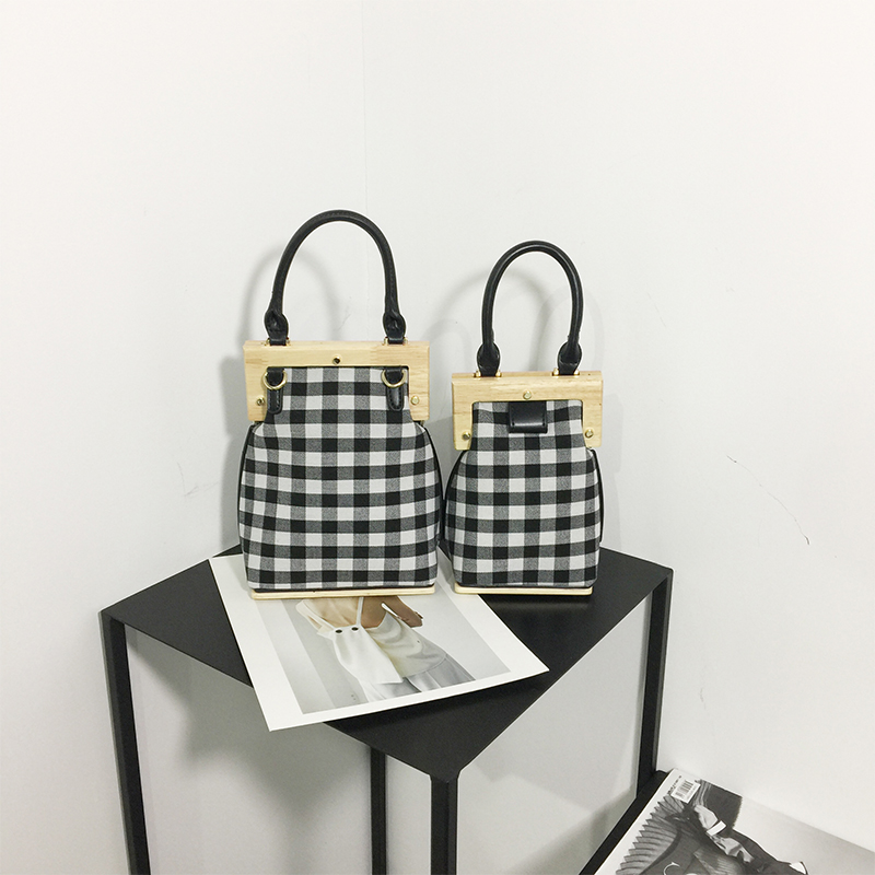 clip 2018 European and American fashion new wooden small leather handbag, single shoulder bag, Satchel Bag, female bag. недорого
