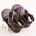Marca de color marrón Ginghan verano PU de cuero suave único de algodón bebé del niño mocasines exterior del zapato de bebé para caminar hebilla primer caminante