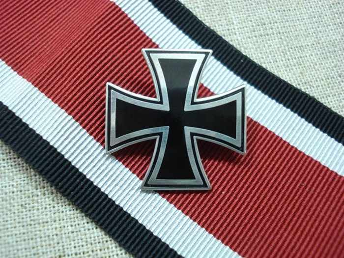 Bahasa Jerman Iron Cross Pin Lencana