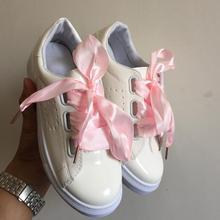 Zapatos blancos de Las Mujeres de moda del otoño del resorte plano de la mariposa calle encaje zapatos casuales mocasines rihanna celebrity cross tie