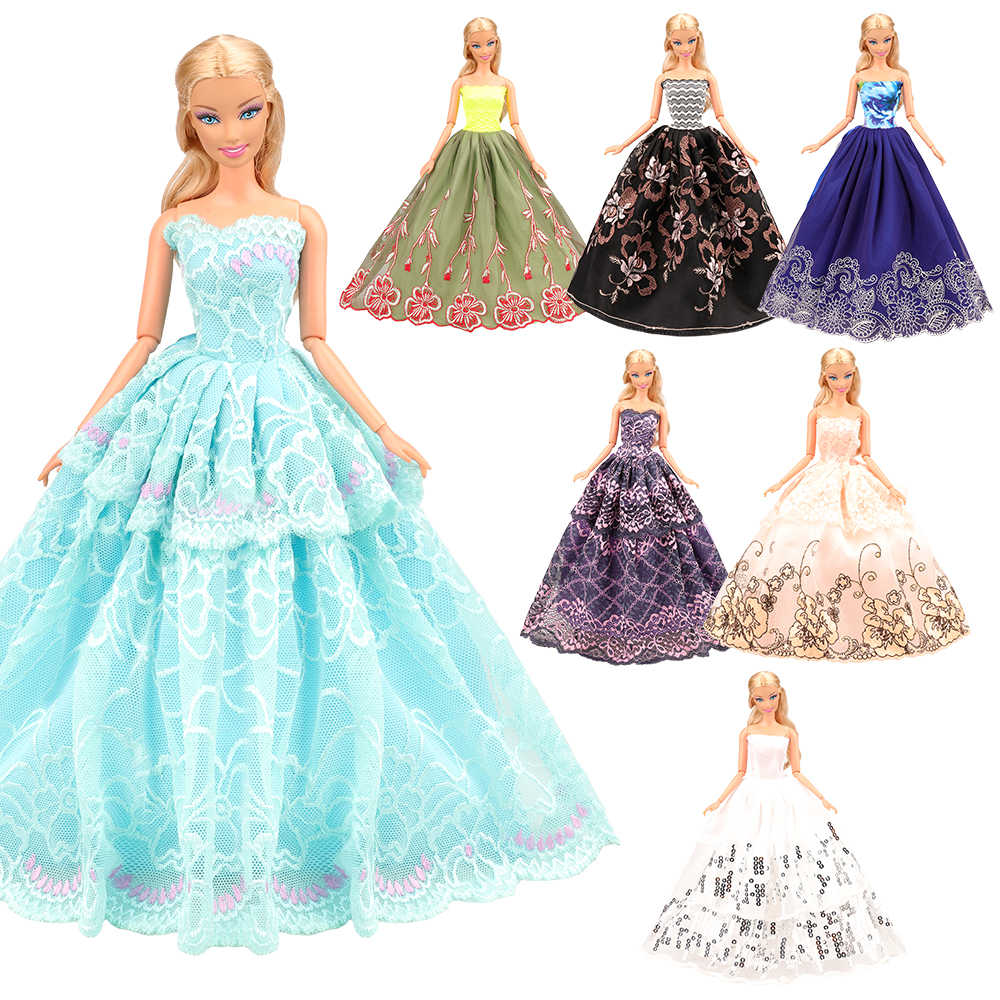 Thời Trang 8 Món/Rất Nhiều Phụ Kiện Búp Bê = 3 Đầm Công Chúa 5 Búp Bê Giày Thế Hệ Chúng Ta Quần Áo Búp Bê Cho Búp Bê Barbie trò Chơi DIY Hiện Nay