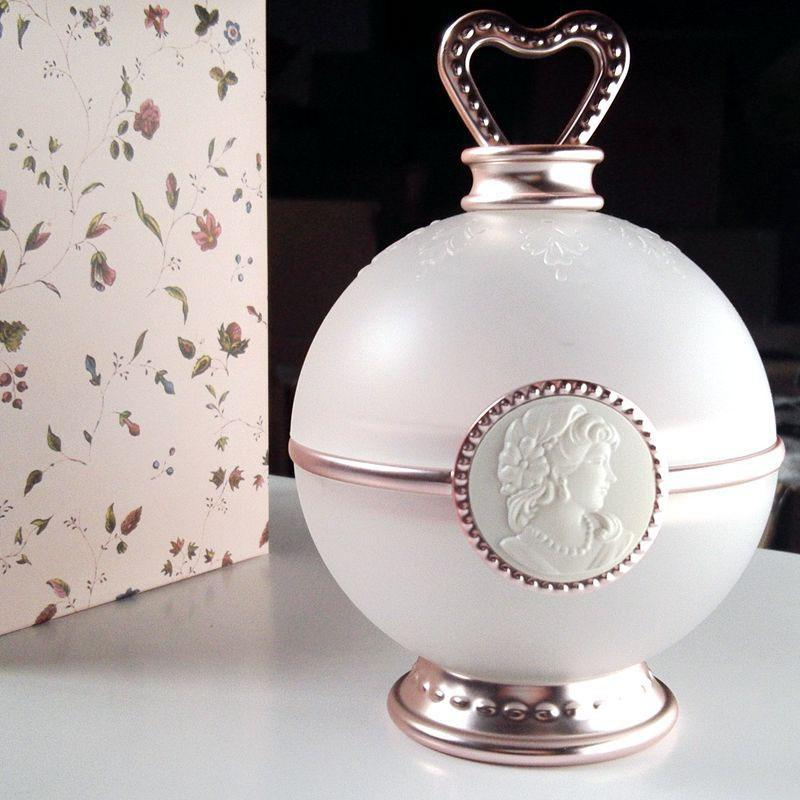 BellyLady Blusher Flower Bowl Petal Ornaments Blush Storage Box Makeup Tool Box Desktop Decoration Jewelry Makeup Classical Box