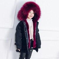 Детское зимнее пальто с натуральным кроличьим меховые джинсы Паркерс зиму для мальчиков и девочек теплая куртка с капюшоном Бутик Девушки