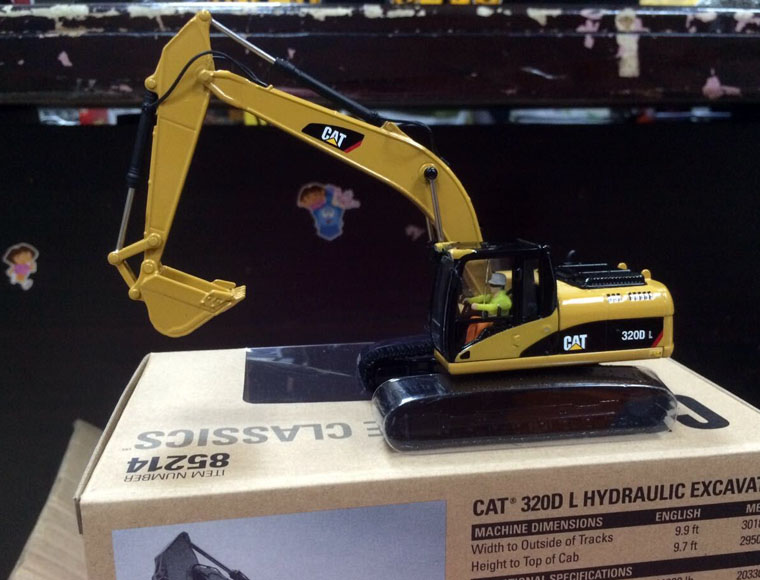 New Packing - Cat 320D L Hydraulic Excavator 1:50 Scale DieCast 85214 By DM