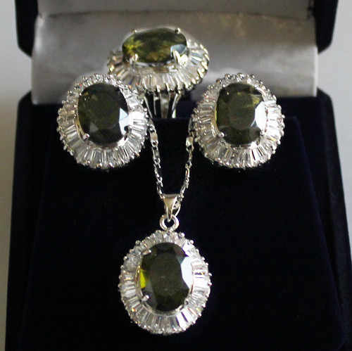 Atacado conjuntos de jóias gargantilha para as mulheres anime Casamento jóia de Cristal Verde Pingente de Colar Brincos Anel